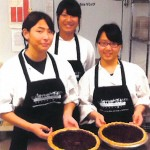 Photo_gallery_students_cook_berries_Snowcrest